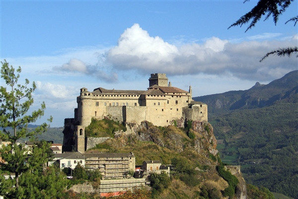 The Castles of the Dukedom: the Parmesan mountains