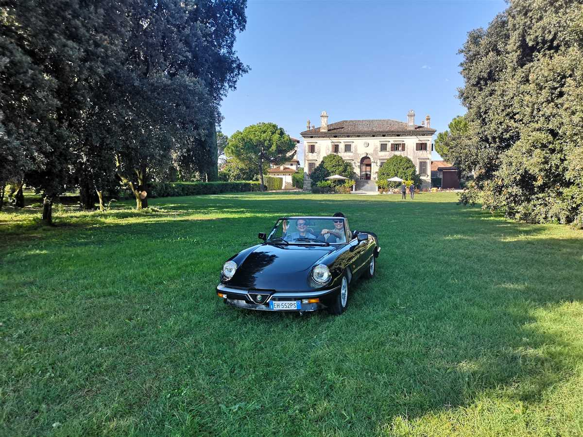 Vintage car and castle parma experience 1