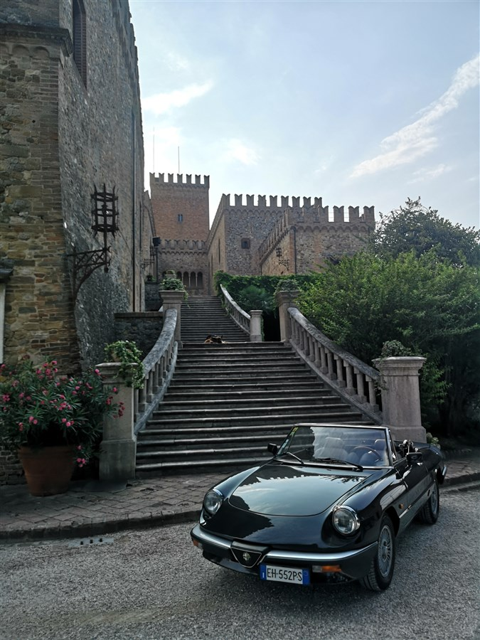 Vintage car and castle parma experience 3
