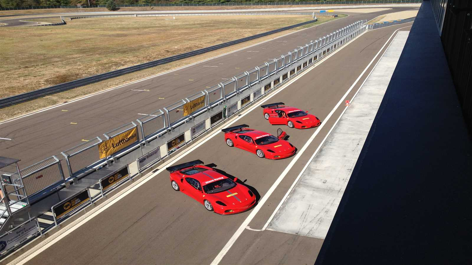Test drives Ferrari in pista